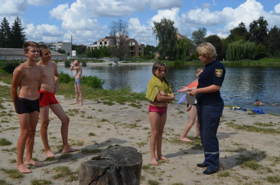 Рятувальники поговорили  з відпочивальниками