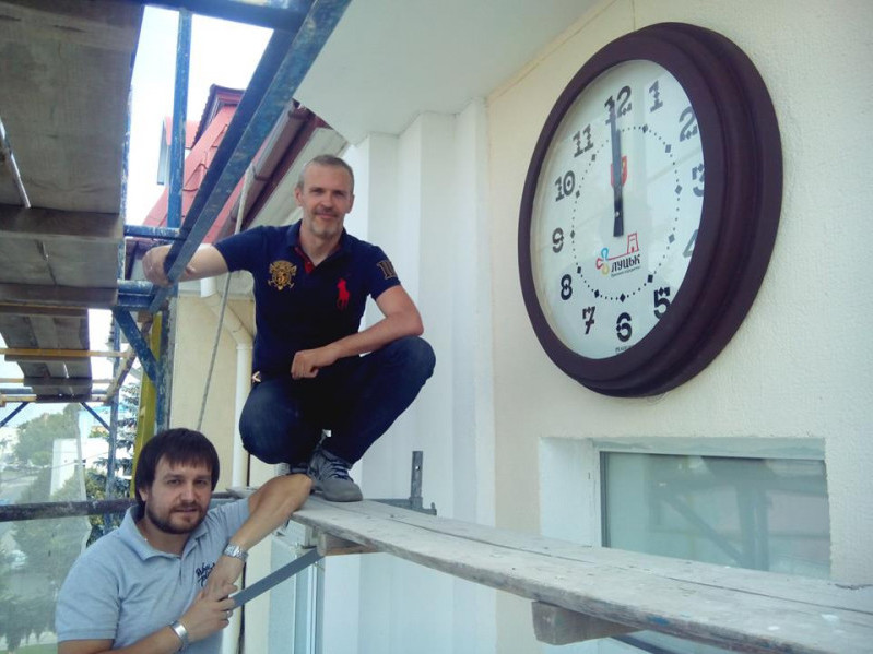 На Луцькій міськраді повісили унікальний годинник