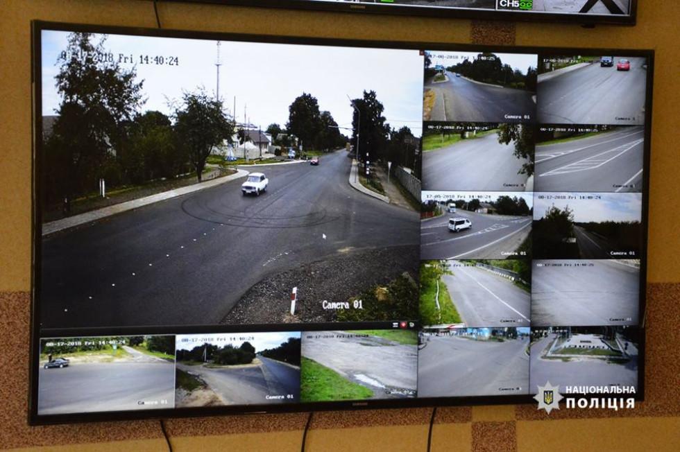 12 якісних відеокамер, шість з якихіз розпізнанням реєстраційних номерів автомобілів встановили на трасі М-19 Княгининівської ОТГ