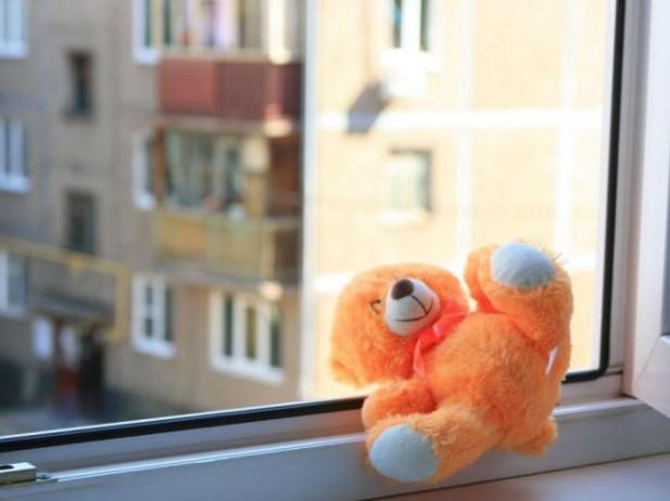 У Луцьку з вікна випала маленька дитина