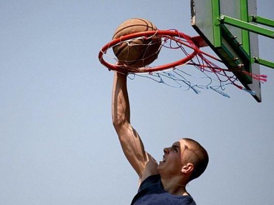 Вуличний баскетбол