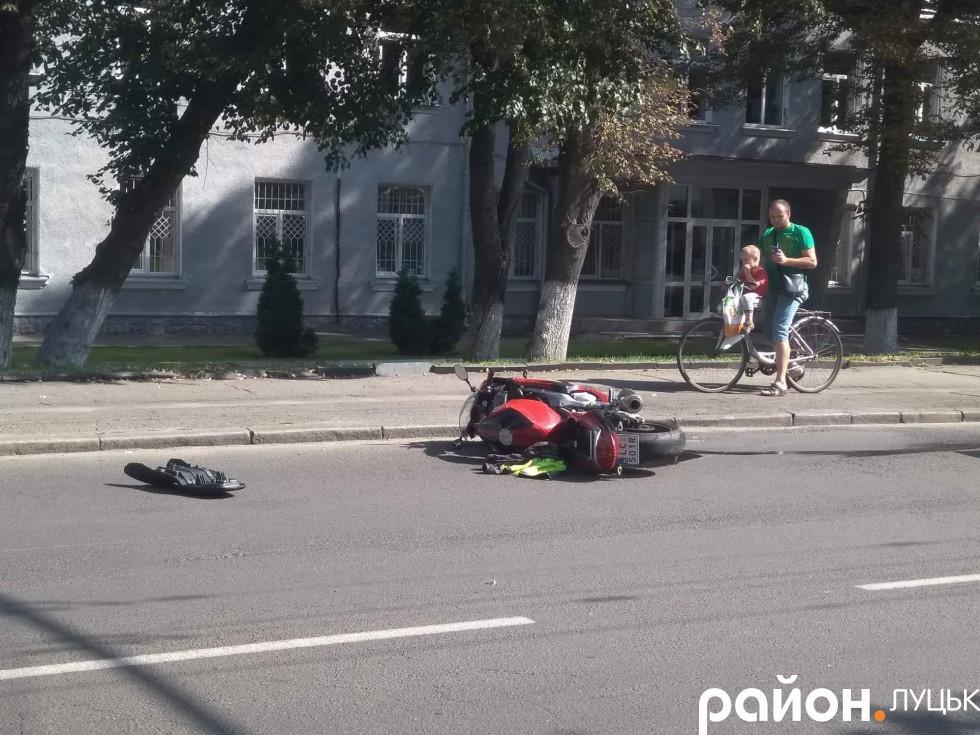 Пошкоджений мотоцикл