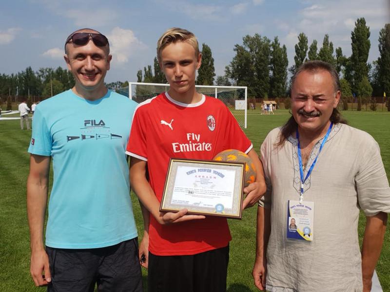 14-річний Олексанр Омельчуквстановив офіційний рекорд з набивання м'яча
