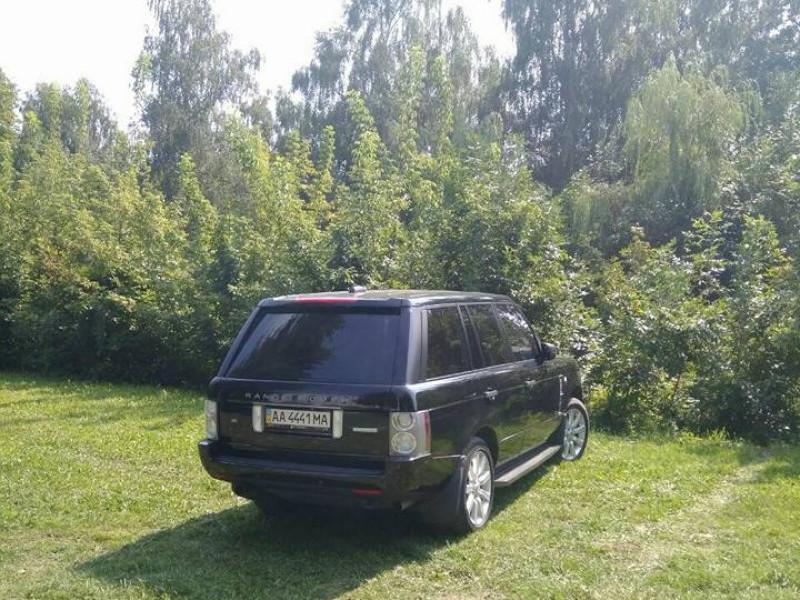 У Луцьку ловлять водіїв, які паркуються на зеленій зоні