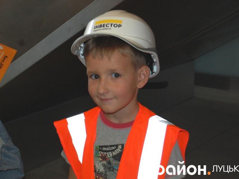 Чимало дітей хотіли спробувати себе в ролі будівельника