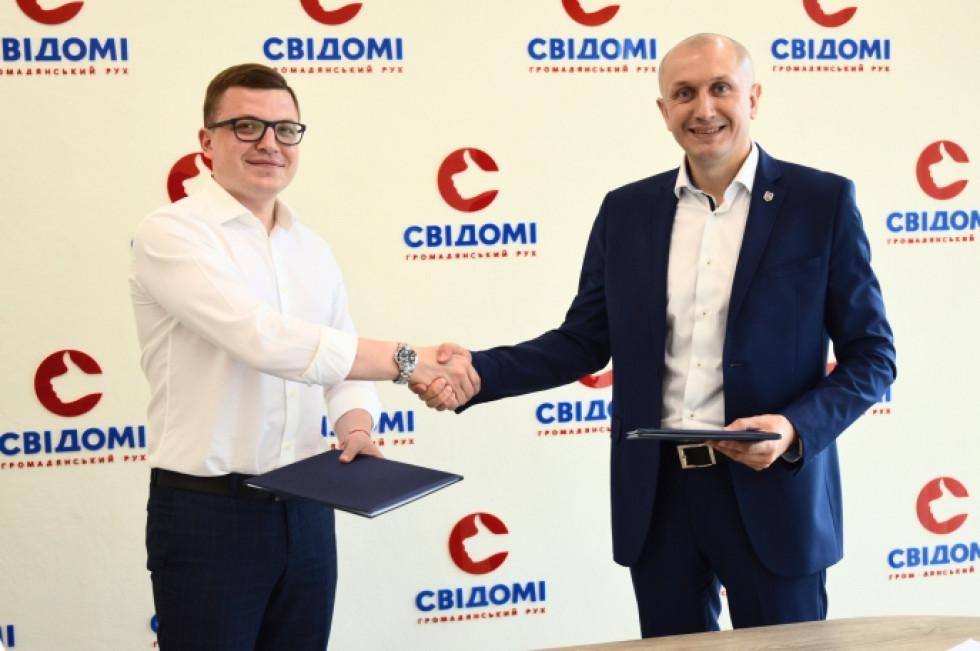 Співзасновник руху «Свідомі» Тарас Шкітер (зліва) та Микола Яручик