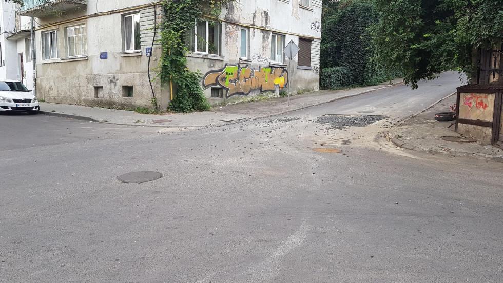 Непозначений тупик на перехресті Потапова і Сверстюка