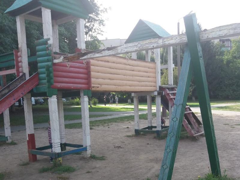 Майданчик на проспекті Молоді