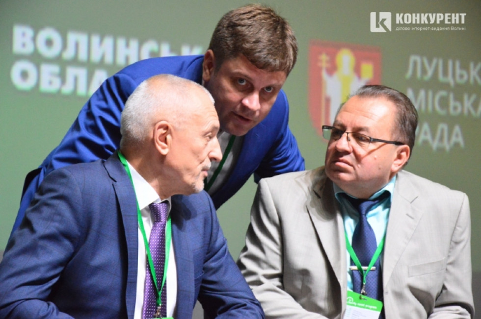 Модератор заходу Денис П'ятигорець із Олександром Савченком та Григорієм Пустовітом