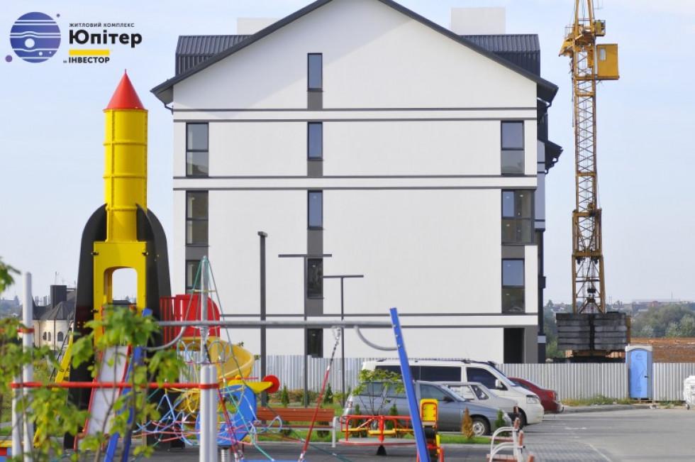 Дитячий майданчик біля ЖК «юпітер»