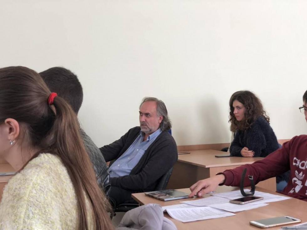 На презентацію прийшли вмкладачі й студенти університету