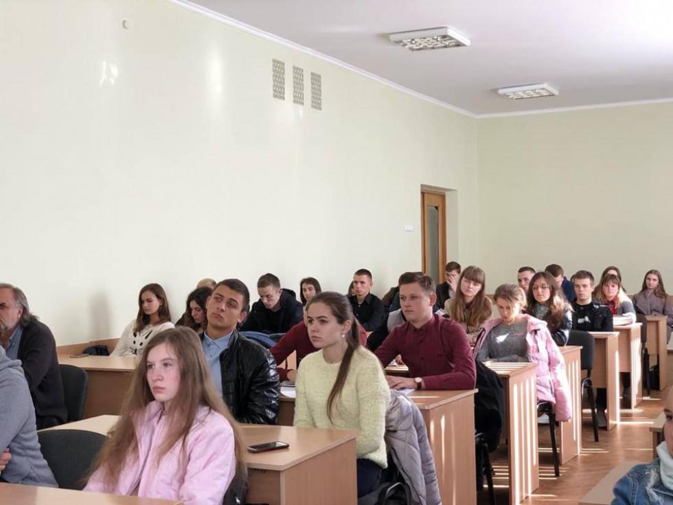 В аудиторії зібралось чимало студентів