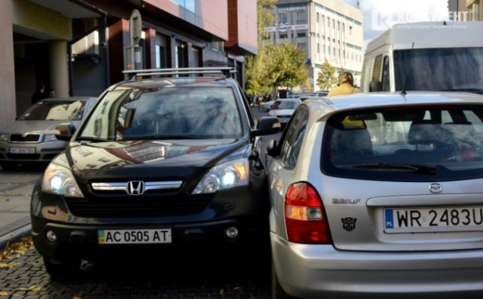 навулиці Кривий Вал зіткнулись «Honda» та «Mazda»