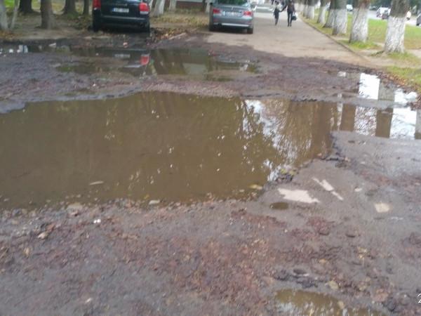 Понівечений тротуар