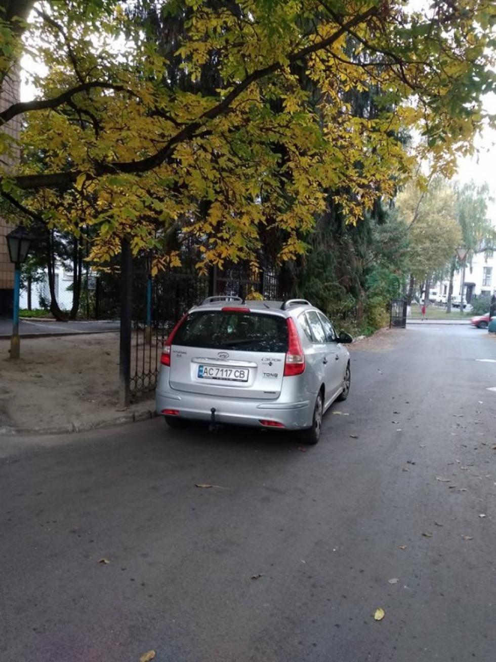 ДТП на вулиці Винниченка в дворі міжбудівлями