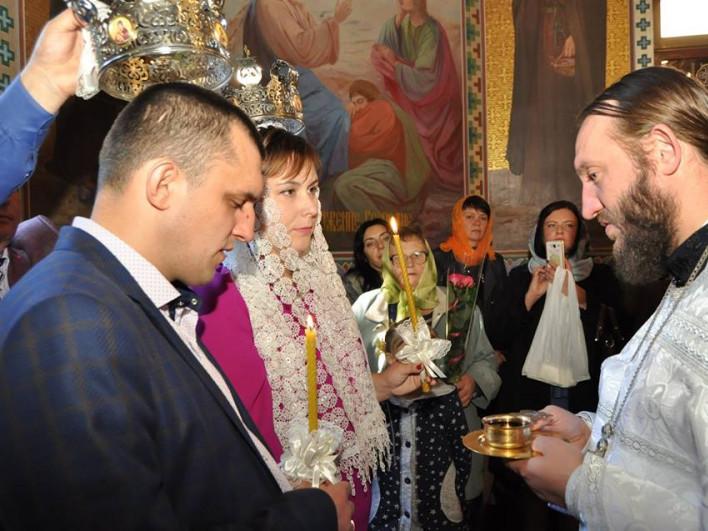 Віталій та Олена Ткачуки в храмі