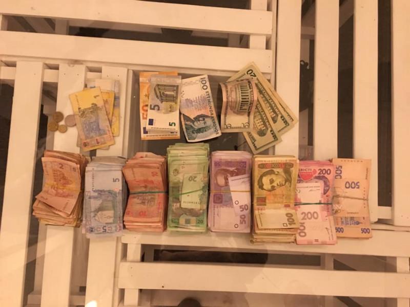 Гроші, які зібрали на лікування Мар'яни Пархом'юк