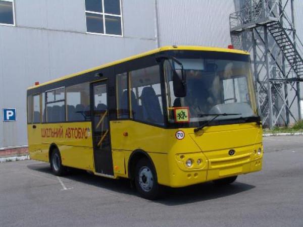 «Богдан» передав навчальним закладам Житомирщини 16 нових автобусів