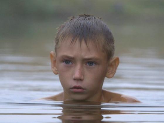 Кадр з фільму «Віддалений гавкіт собак»