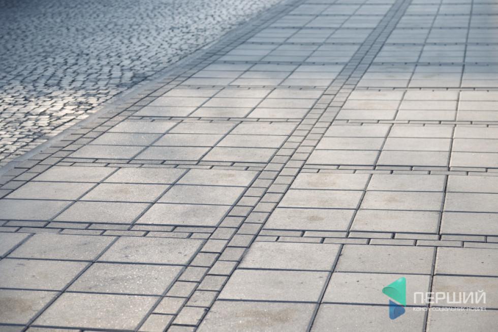 Вулиця Кривий Вал у Луцьку викладена бруківкою «Цеглинка» і «Квадрат»
