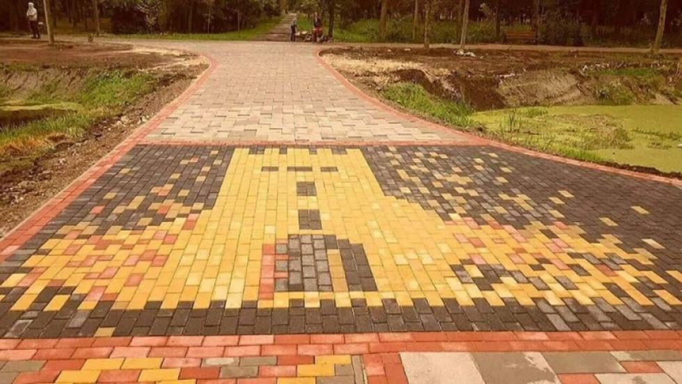 Бруківка «Цеглинка» у центральному парку Луцька