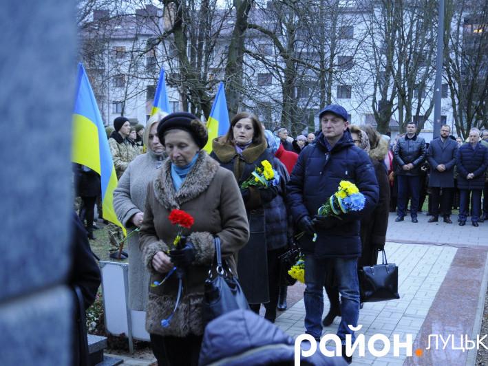 Покладання квітів до пам'ятника Волинським Героям Небесної Сотні