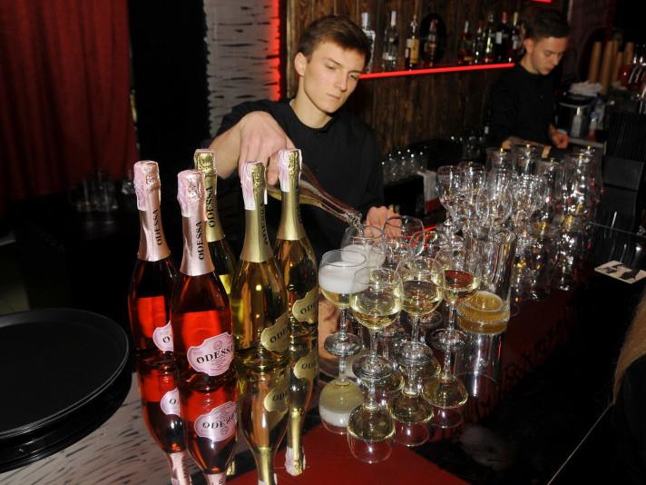Під час відкриття частували ігристим вином «Odessa»