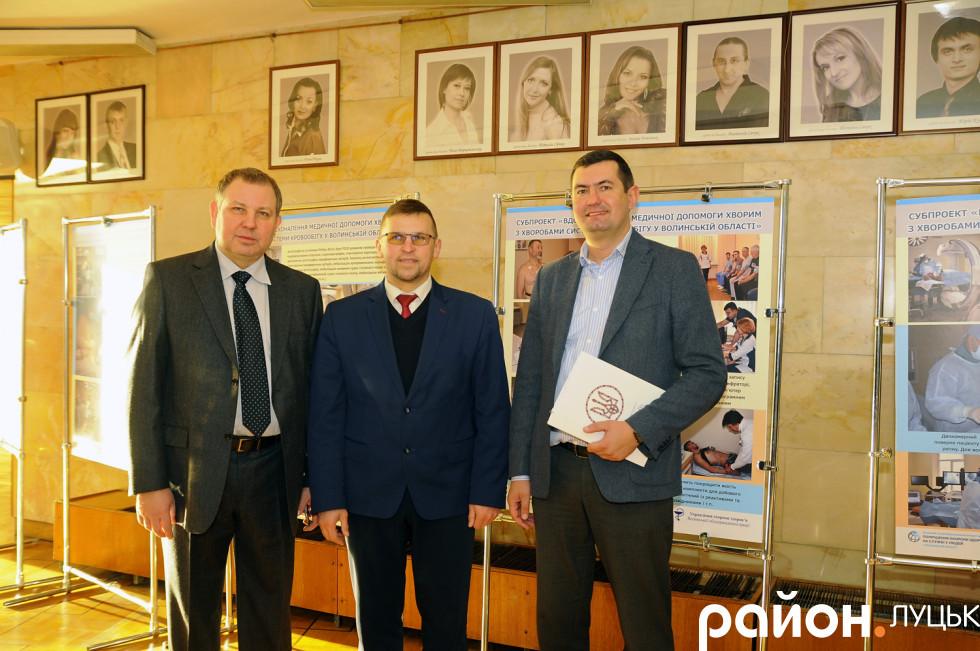 У центрі - заступник голови ОДА Сергій Кошарук, справа - перший заступник в.о. міського голови Луцька Григорій Недопад
