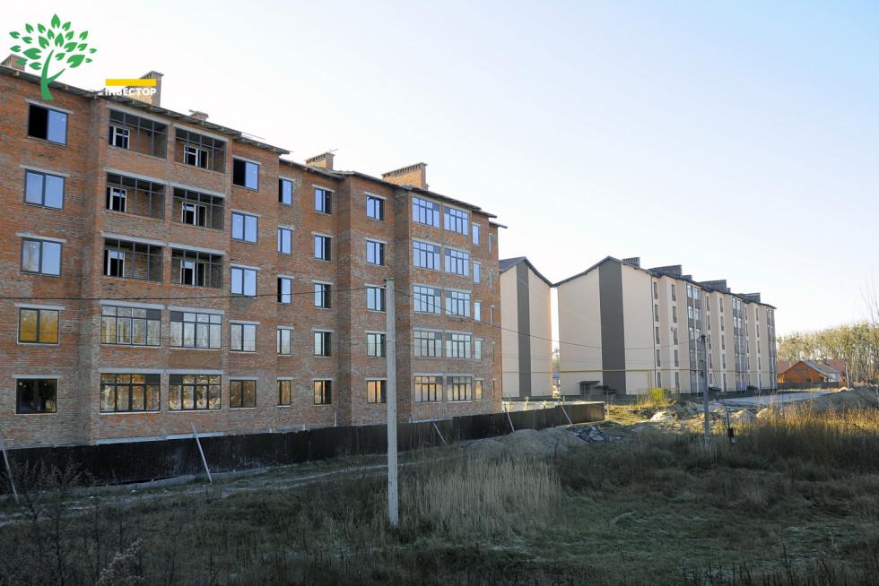 Другий та перший будинки ЖК «Парковий квартал»