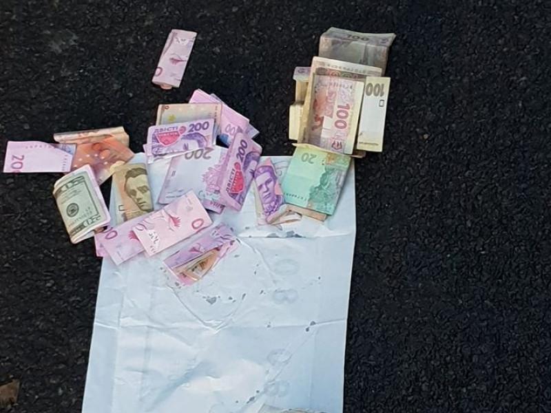прикордонник вимагав гроші від водіїв вантажного транспорту