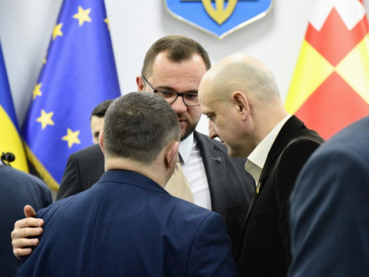 Депутати з провладної більшості (Олександр Козлюк, Ігор Поліщук, Євген Ткачук