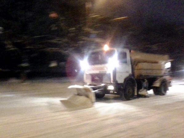 у Луцьку прибирають сніг