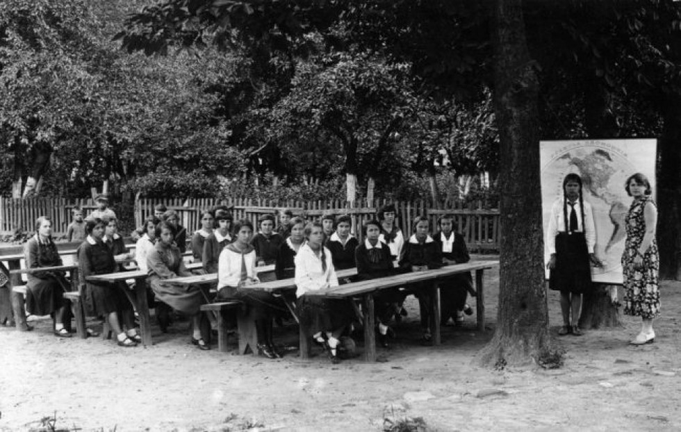 Учні початкової школи в Здолбунові (Рівненщина)