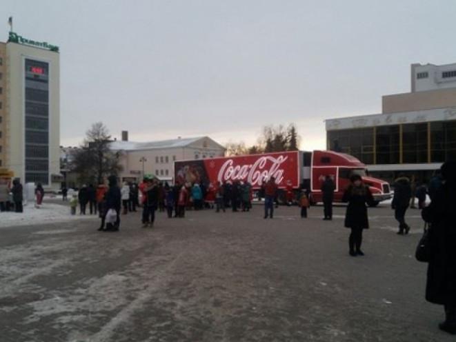 Святкова вантажівка Coca-Cola в Луцьку