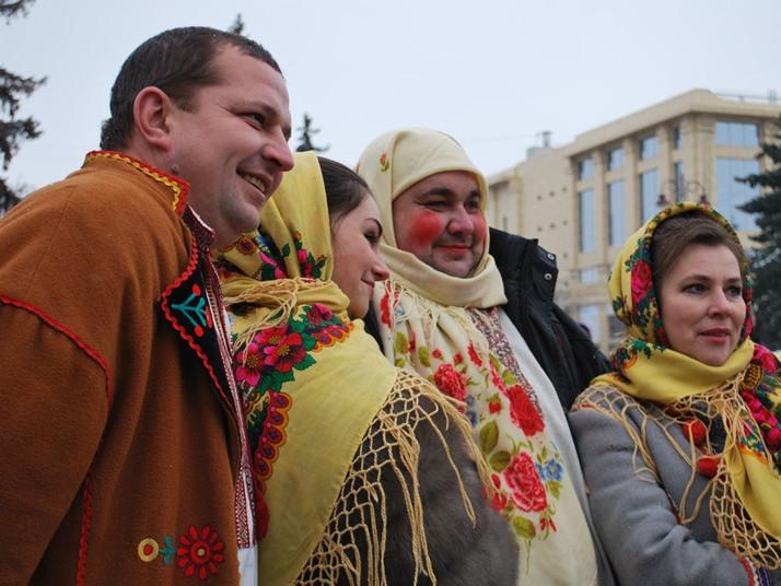щорічнийтрадиційний фестиваль «Три празники в гості»