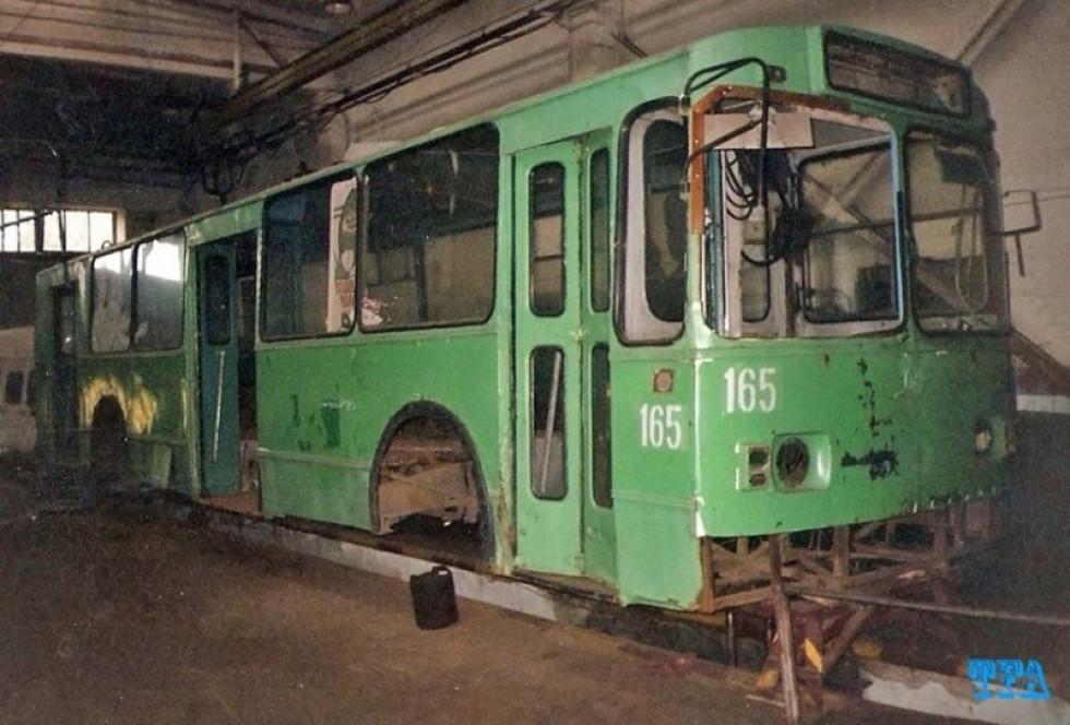 Тролейбус 165 до ремонту