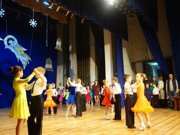 Всеукраїнськийфестиваль-конкурс спортивного бального танцю «Різдвяні зірочки-2019»