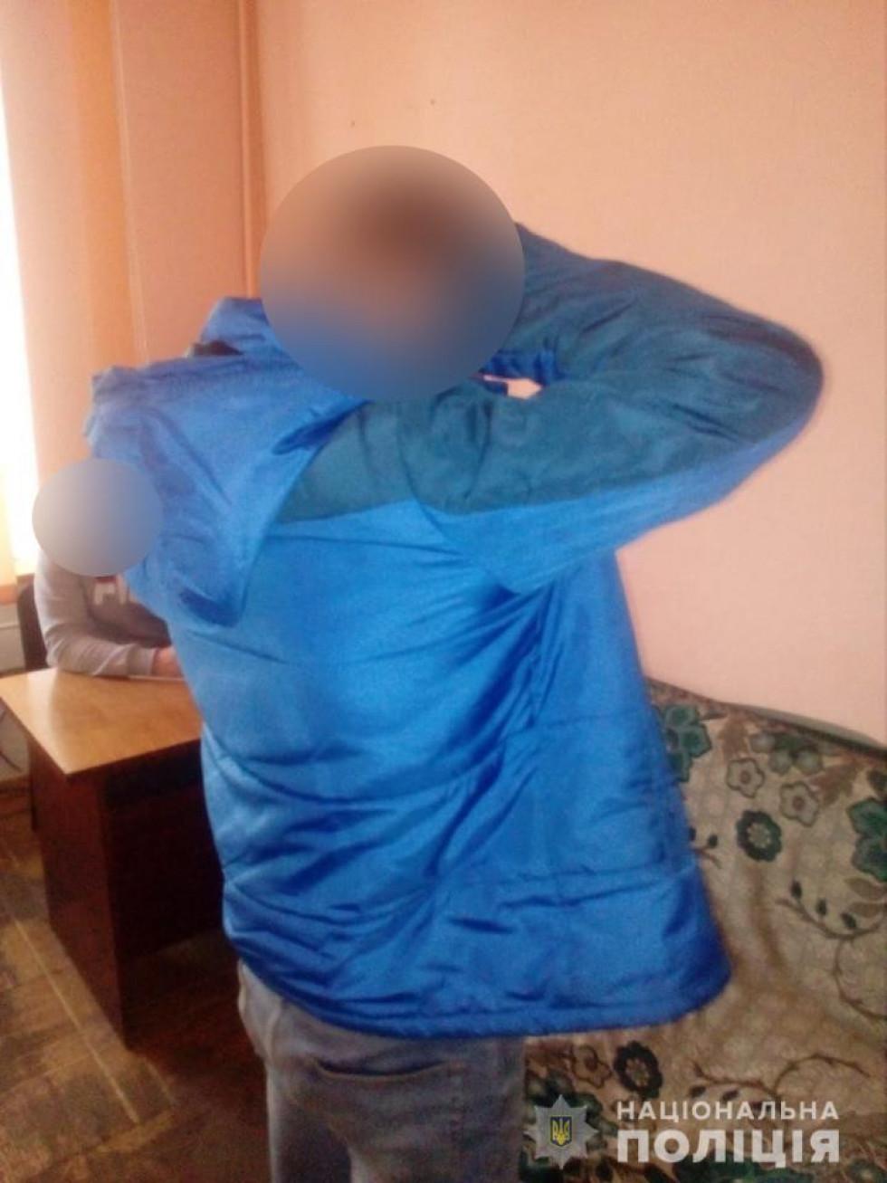 Поліція затримала трьох жителів Луцького району, яких звинувачують в скоєнні грабежу