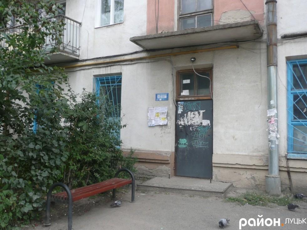 Мешканці Привокзальної, 1 кажуть, що все, що отримали від кандидатів - ліхтар над під'їздом і лавка