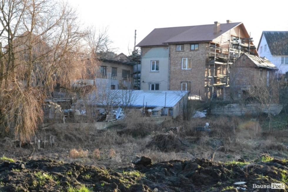 Будинок Сівака із добудовою на самочинно захопленій території