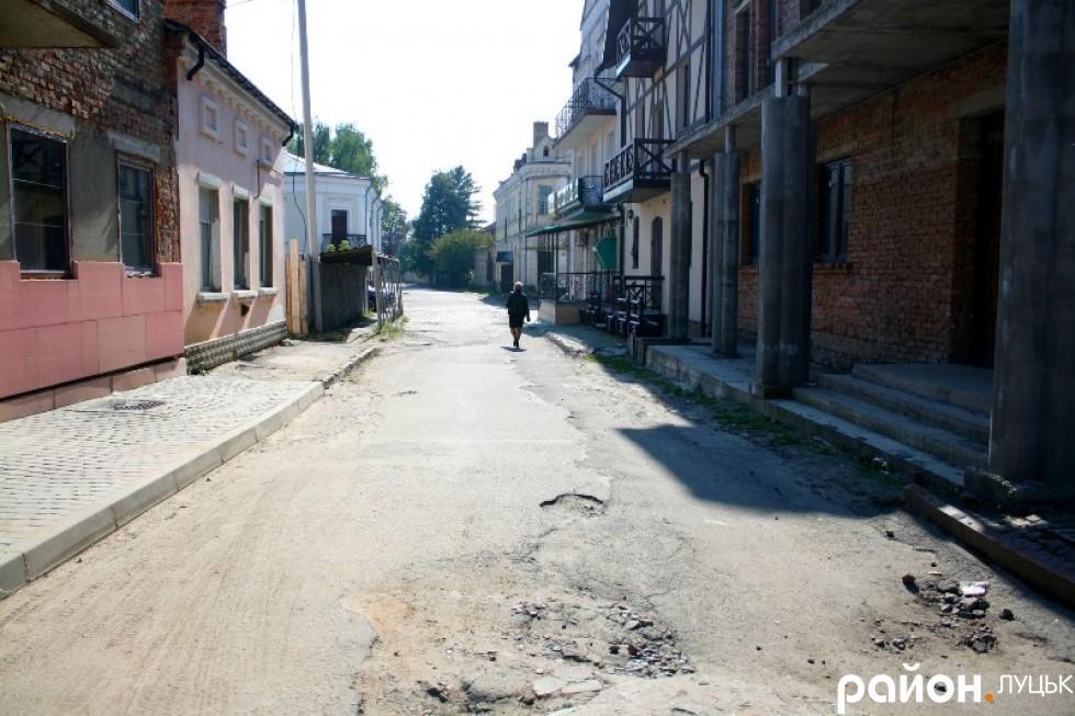 Одна з центральних вулиць Драгоманова