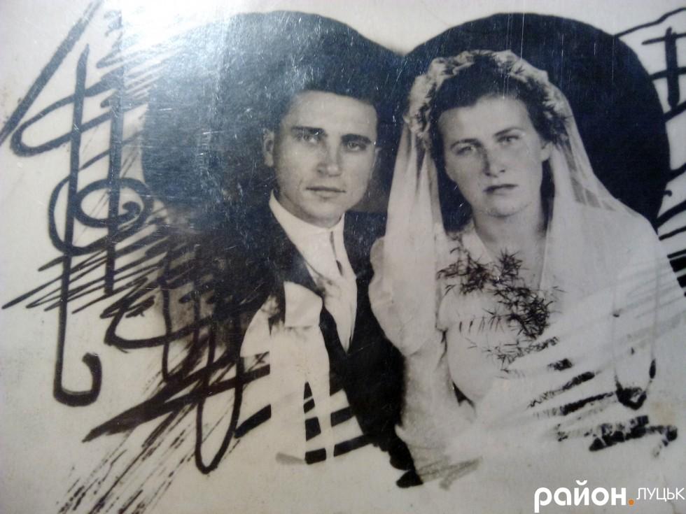 Одне із небагатьох весільних фото з Марією