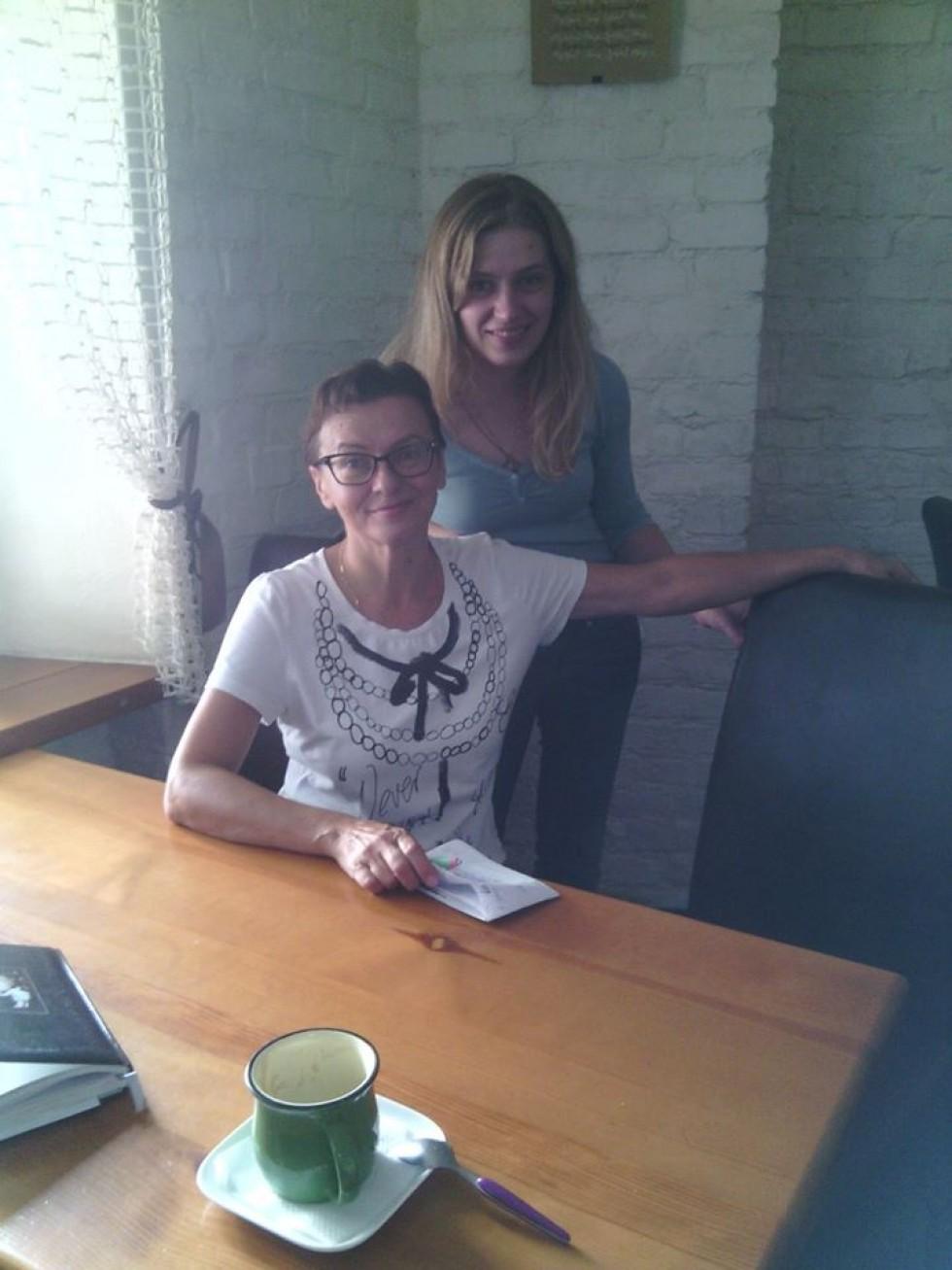 Олена Черенкова та Інна Нечипорук, юрист, радник з проблем переселенців у Міністерстві соціальної політики, яка допомагає луцьким переселенцям