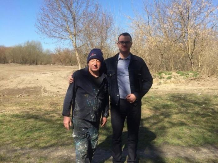 Микола Дендіберін разом із депутатом Ігорем Поліщуком на будівництві стадіону «Піонер»