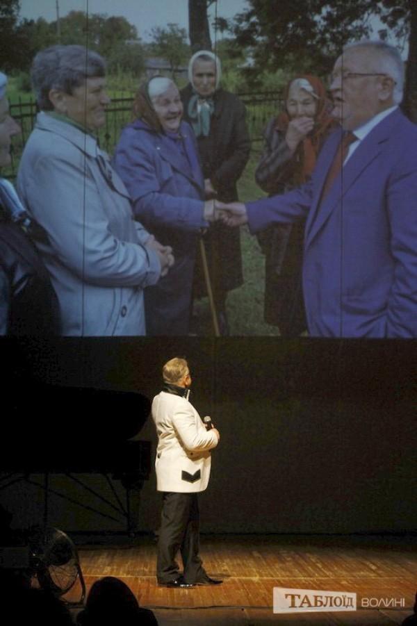 Народний артист України Василь Чепелюк виконав пісню, яку співав разом із Борисом Петровичем на святкуванні його 60-ліття: «Есть только миг между прошлым и будущим…»