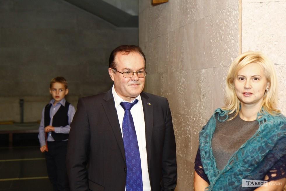 Вшанувати пам'ять Бориса Клімчука прийшов і ректор Східноєвропейського національного університету Ігор Коцан з дружиною Лілією