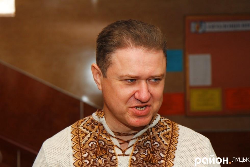 Директор Луцького НВК № 9 Олександр Дубина щороку пише радіодиктант