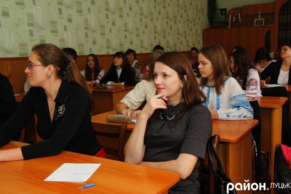 Викладач та громадська активістка Ольга Бузулук одна з небагатьох, хто погодився згодом оприлюднити вже перевірений диктант