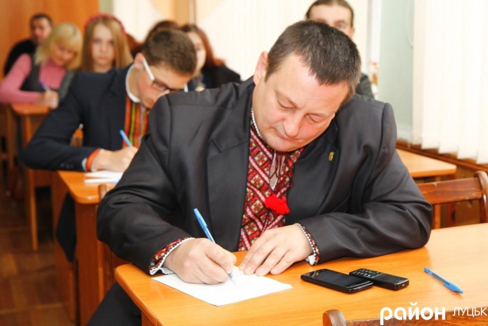 Перший заступник голови Волинської облради Олександр Пирожик стверджує, що ніколи не мав проблем із орфографією