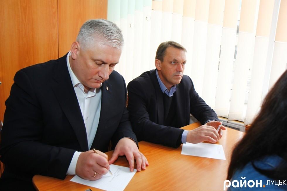 Керівник Волинської дирекції УДППЗ «Укрпошта» Олег Гавришків протягом диктанту був дуже зосередженим
